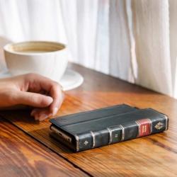 Etui do iPhone'a w formie książki