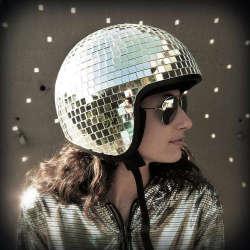 Kask w stylu disco