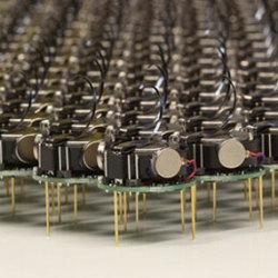 Synchronizacja masy mini-robotów