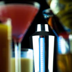 Inteligentny shaker pełen przepisów na pyszne drinki