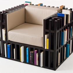 Fotel z biblioteczką