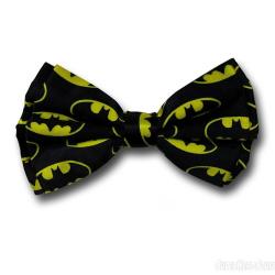 Muszka z logo Batmana