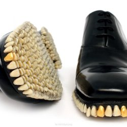 Buty pełne zębów