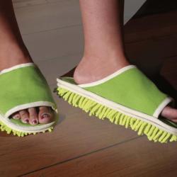 Pantofle czyszczące podłogę przy każdym kroku