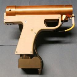 Miotacz ognia w pistolecie