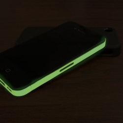 Błyszcząca naklejka na iPhone'a