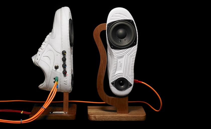 Buty Nike przerobione na głośniki