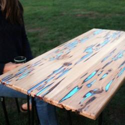 Świecący w ciemności stół