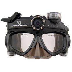 Aparat cyfrowy i kamera w masce nurka