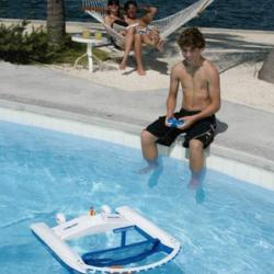 Zdalnie sterowana łódka do sprzątania basenu