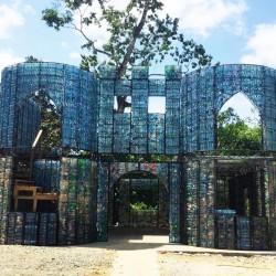 Domy z plastikowych butelek
