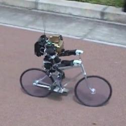Robot jeżdżący na rowerze