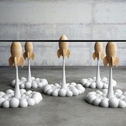 Stolik kawowy z rakietami
