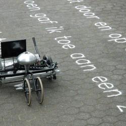 Robot piszący piaskiem