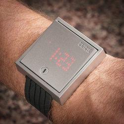 Zegarek jak przełącznik ścienny