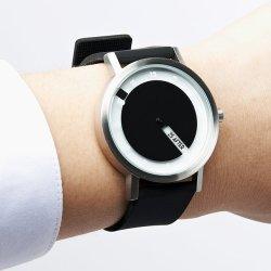 Najprostszy w obsłudze zegarek